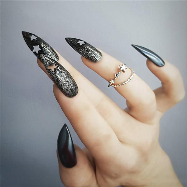 image1-25   Черный маникюр на ногти-стилеты