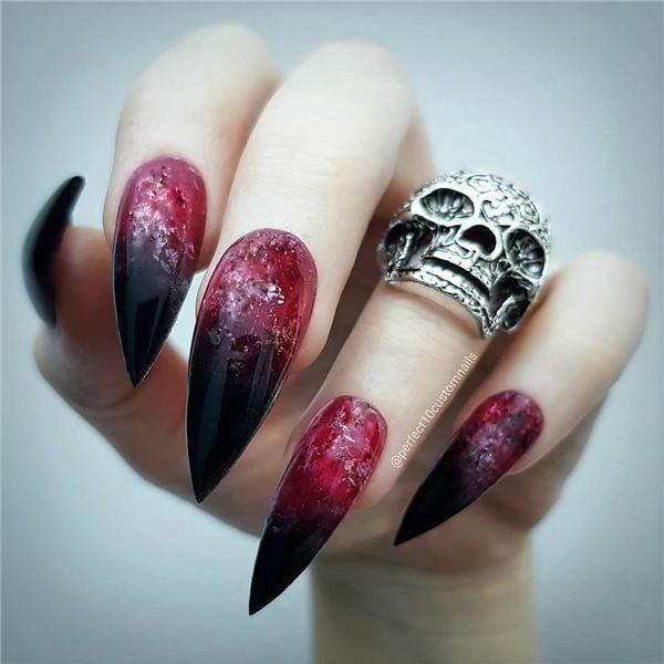 image12-22   Черный маникюр на ногти-стилеты