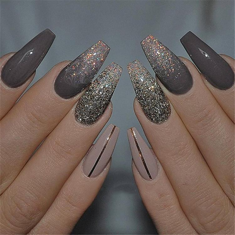 image9-15 | Блестящие идеи тёмного маникюра на длинные ногти