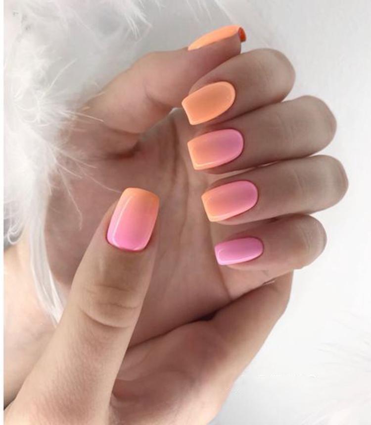 image14-22   34 идеи разноцветного маникюра — радуга на кончиках ваших пальцев