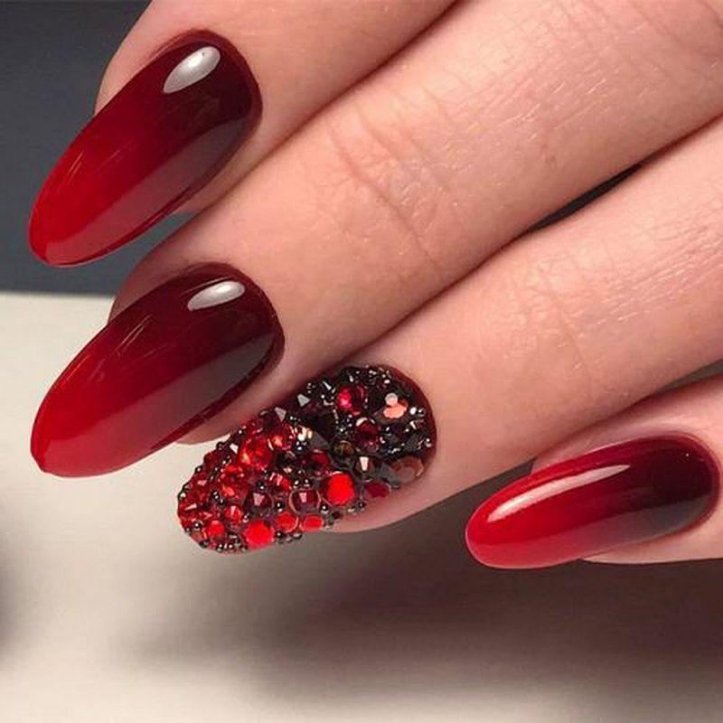 image15-31   Лучшие идеи красного маникюра на ногти любой длины