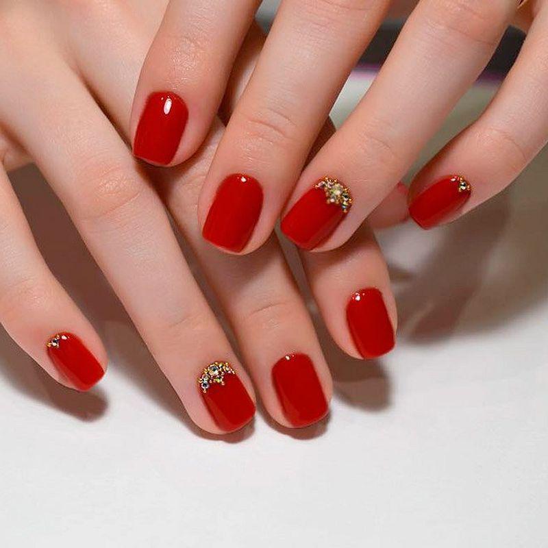image16-30   Лучшие идеи красного маникюра на ногти любой длины