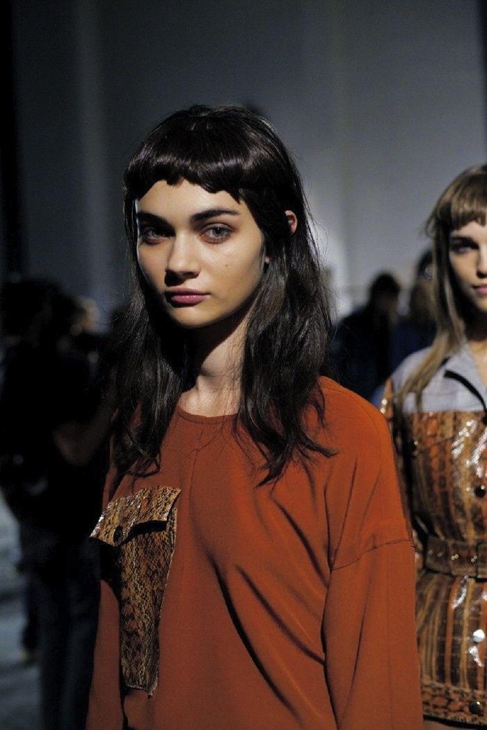 image17-14   Прически на длинные волосы с короткой челкой