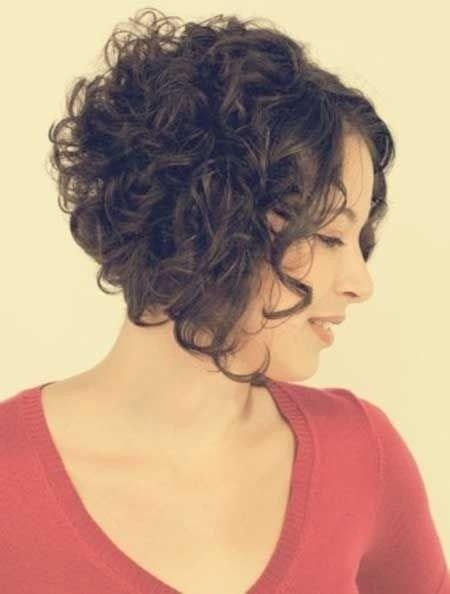 image18-2 | Современные стрижки и прически на вьющиеся волосы