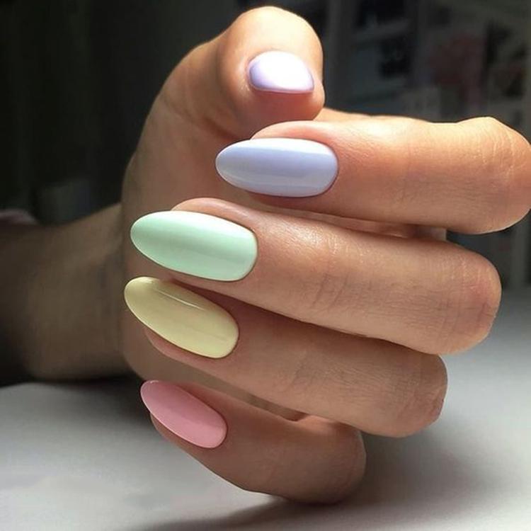 image21-21   34 идеи разноцветного маникюра — радуга на кончиках ваших пальцев