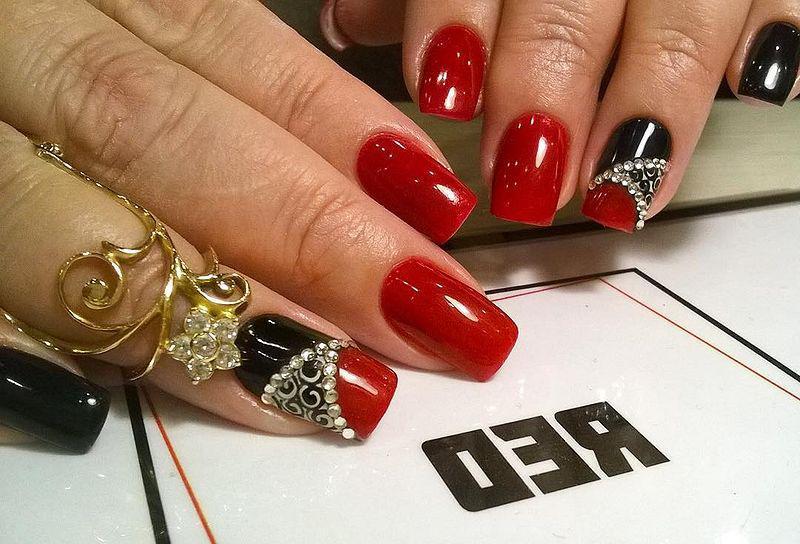 image21-27   Лучшие идеи красного маникюра на ногти любой длины