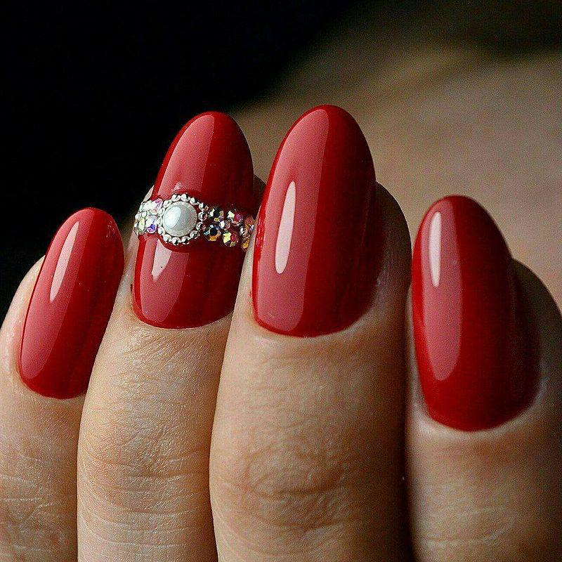 image37-12   Лучшие идеи красного маникюра на ногти любой длины