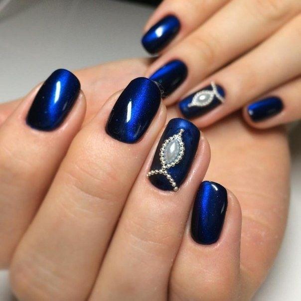 image23-6 | 37 идей синего маникюра на ногти разной формы и длины — найди лучшее решение