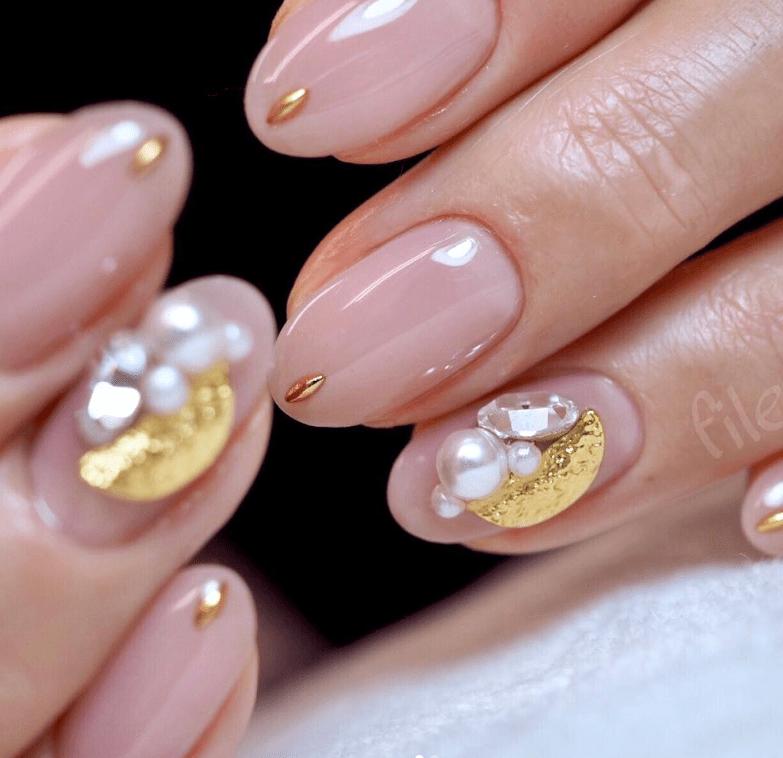 image5-6 | 16 идей розового маникюра с жемчугом на овальные ногти