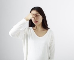 スマホ依存によるかすみ目の症状