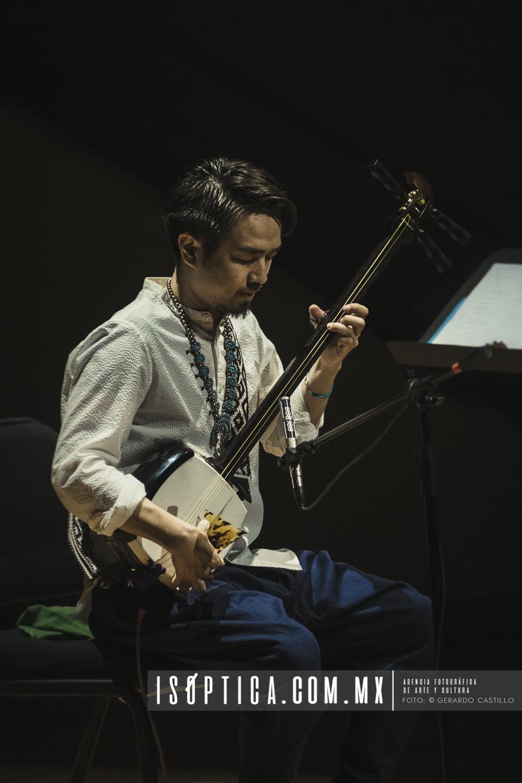 Los jovenes Músicos de Hogaku Trio, presentan priezas tradicion