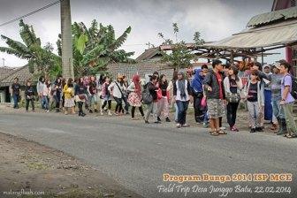 Peserta program Bunga melihat secara langsung kehidupan masyarakat pedesaan di Indonesia