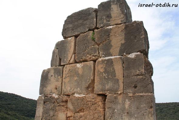 крепость Монфор фото