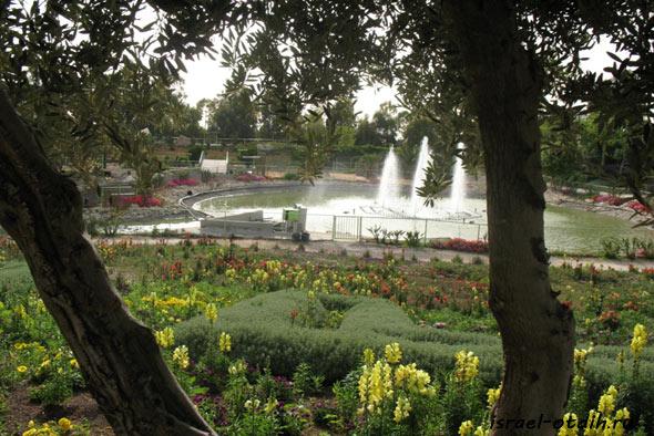 озеро в Парке Утопия фото