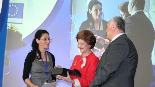 Sivan receiving her award.