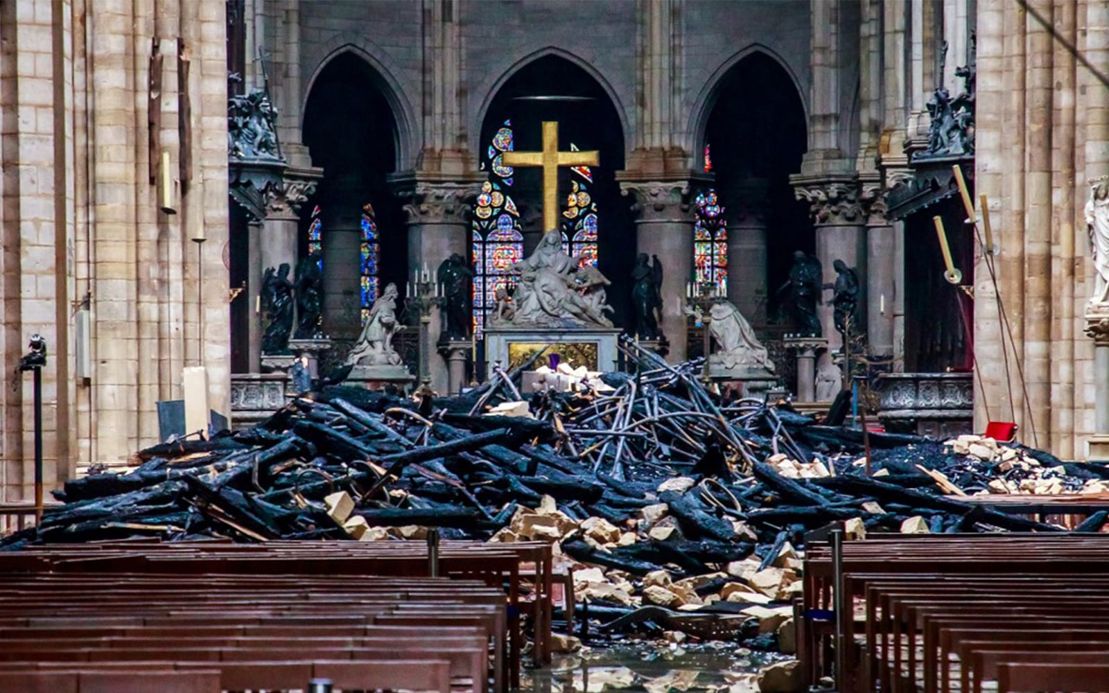 Israeli rabbi: Notre Dame fire divine retribution? Church-burning can be ok