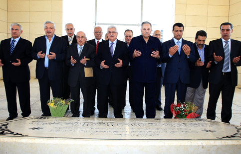 Fatah leaders, including some of those newly elected to the Fatah Central Committee, pray next to the tomb of the late Fatah leader and founder Yasser Arafat, 13 August 2009.