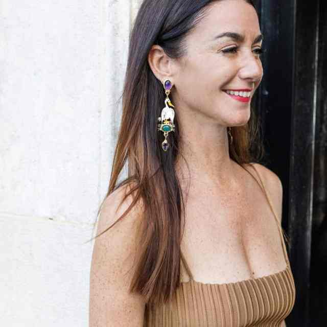 I've always LOVED long earrings and wear them all the time. With jeans and a white t-shirt, black turtle neck or with a frock they dress you up and do the trick. My favorite, The Pellicano earrings  by @diegopercossipapi hand made with love for Issimo