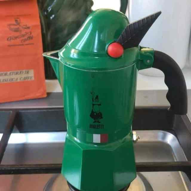 Guess who's back on ISSIMO? Your favourite Alpine wake up! @bialettiofficial Moka Express Alpina, percolating with our Alps history.  #buonissismo #bialetti #coffeelover #soissimo