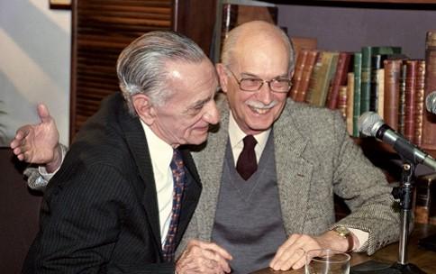 Antonio Candido com o poeta João Cabral de Melo Neto, em 1994. Foto por Renata Jubran.