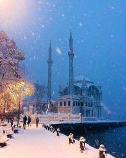 Ninsoarea continuă în Turcia.