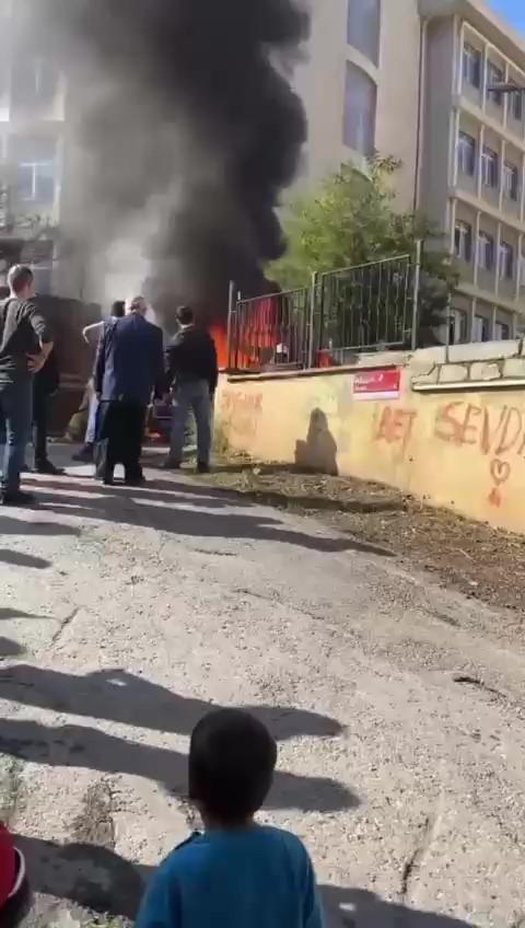 Tuzla'da okul servisinin yandı