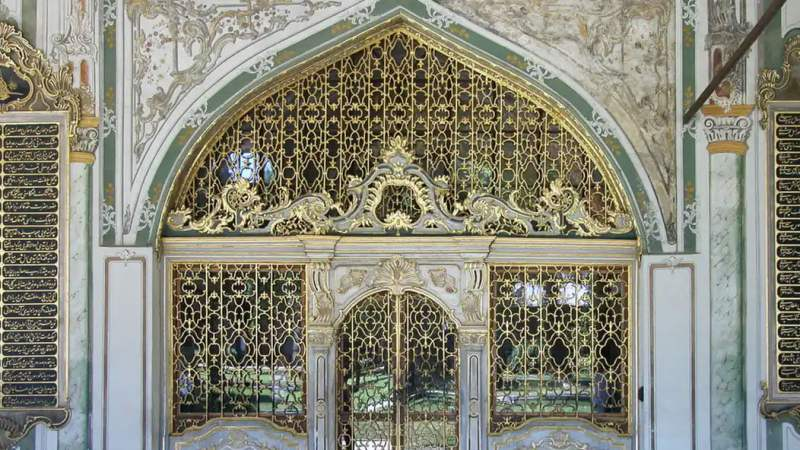 If you only have one day in Istanbul, visit Topkapi Palace. Istanbul Vacation Tips.