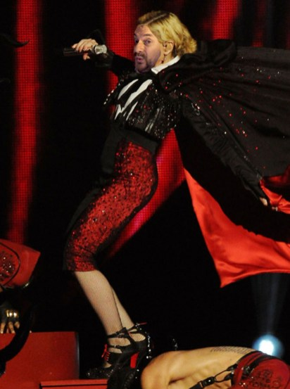 madonna-falls-cape-brit-awards-2015_620x713