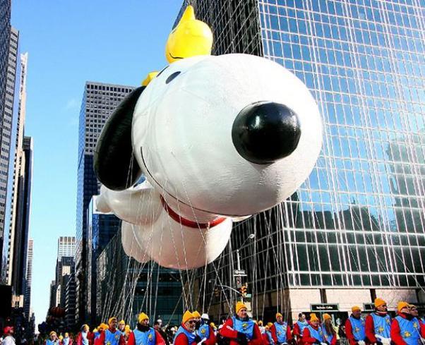 snoopy balloon macy's thanksgiving parade