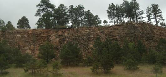 Почвенный слой хорошо виден на поверхности осадочной формации на Среднем Западе США. Эти скалы были образованы какое-то время тому назад.