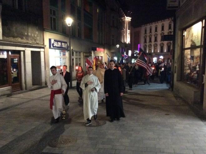 Processione con il SS. Sacramento e la reliquia del Beato Piergiorgio. Padre Krzysztof, organizzatore.
