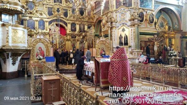 Богослужение в Почаевской Лавре