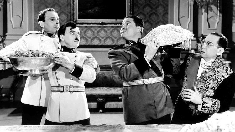 Il grande dittatore Adenoid Hynkel e Bonito Napoloni a cena