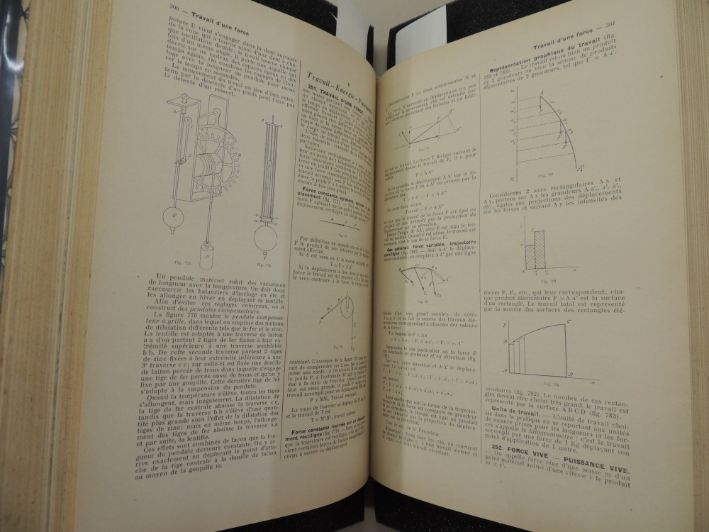 medium resolution of two pages show technical text in french along with several scientific and mathematical diagrams