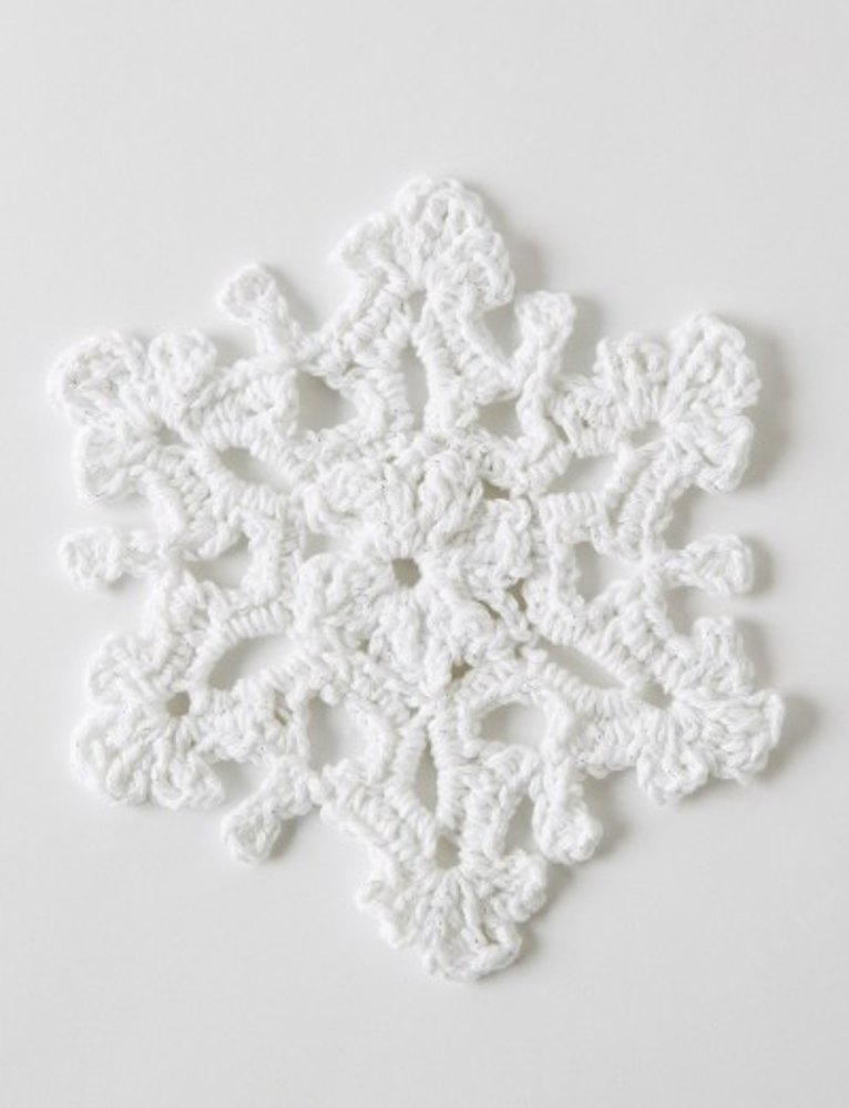 Twinkling Snowflakes in Bernat Handicrafter Holidays