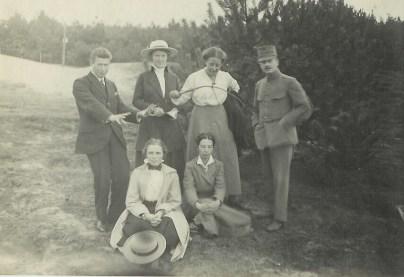 Clara Wichmann Meijer (derde van links, boven)