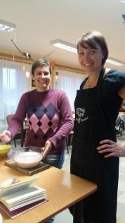 2016 novembere, észt főzőcskézés Iszkaszentgyörgy észt nagykövetével, Piret Junalainennel és Kadlecsik Gabival
