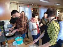 2016 novembere, észt főzőcskézés Iszkaszentgyörgy észt nagykövetével, Piret Junalainennel