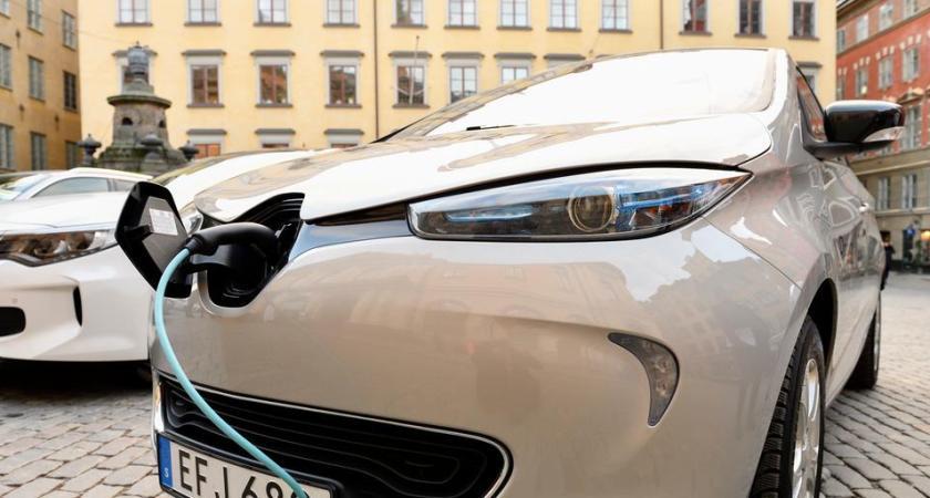 Tre av fyra tror att elbilar är framtiden