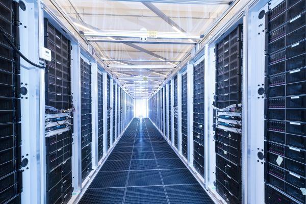 BMW har byggt ny IT-plattform och ska samla in fem miljoner kilometer kördata