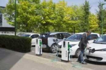 Marknaden för elbilar växer – Hedin Bil investerar i 250 laddningsstationer från Schneider Electric 1