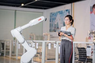 ABB visar upp lösningar för att accelerera intelligent tillverkning och sjukvård på China International Industry Fair 1
