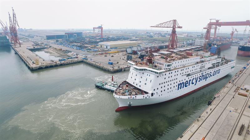 Världens största civila sjukhusfartyg närmar sig leverans — komplext industriprojekt för livsavgörande verksamhet