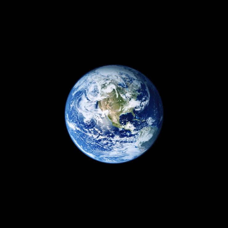 iOS_11_GM_Wallpaper_Earth-740x740