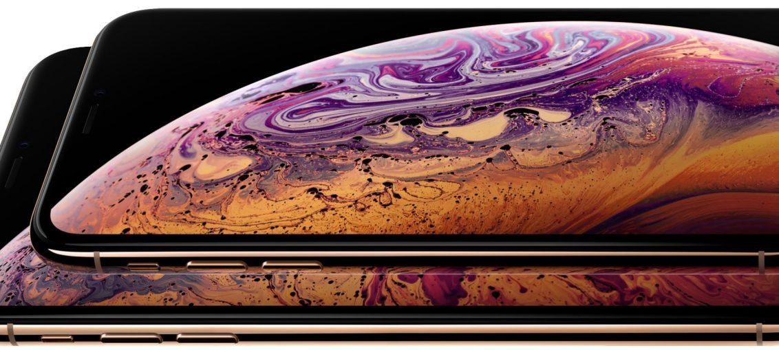 iPhone-Xs-family-gold-horizontal-001