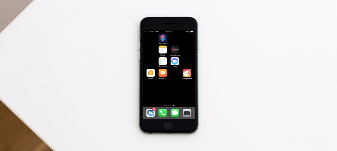 Blank-Icons-on-iPhone-on-Desk