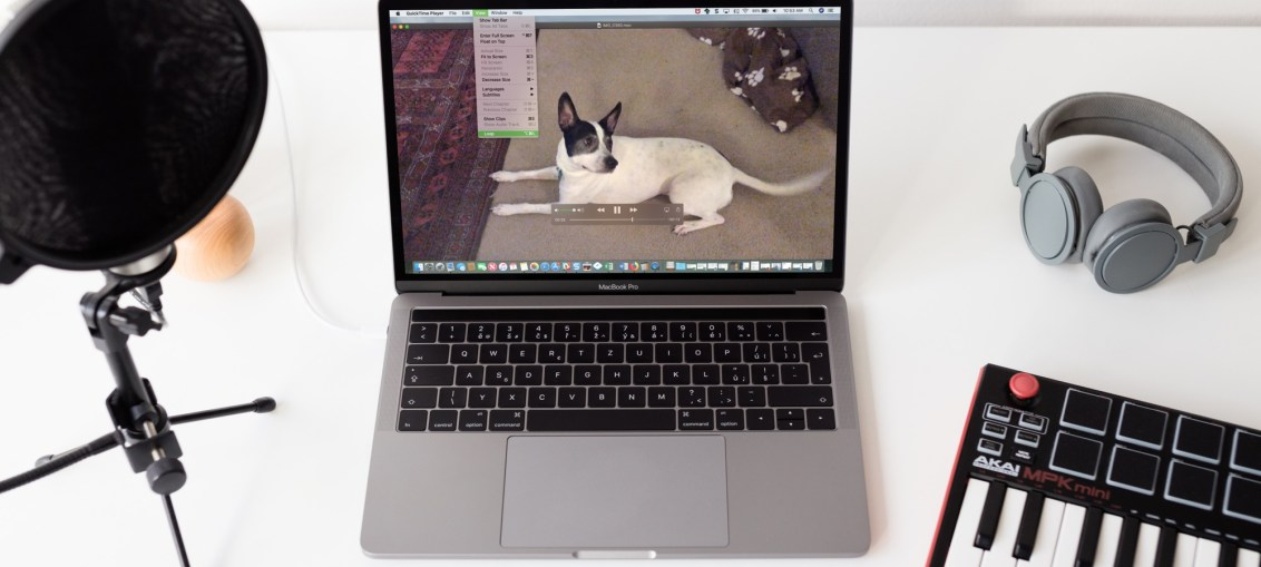 QuickTime-Video-Loop-on-Macbook-Screen