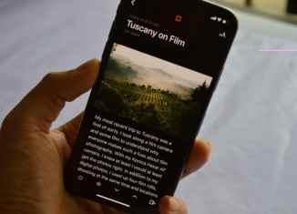 iPhone-X-Reading-in-Dark-Mode-OLED-Screen-2