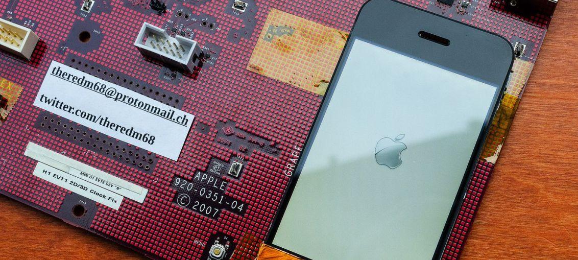 Oriignal-iPhone-prototype-logic-board-002