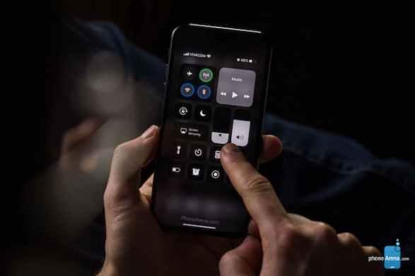 iOS13-iPhone11-darkmodecocnept